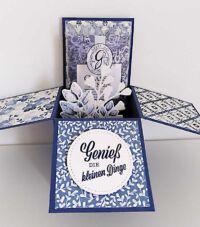 card in a box in marineblau