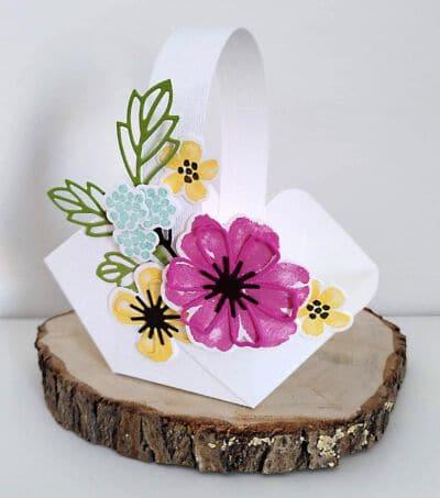 osterkörbchen selbst gebastelt mit Blumen